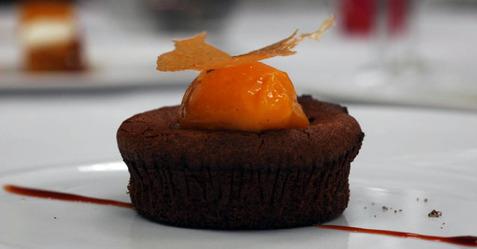 Chocolate_cake_finished_side
