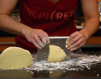 Cutting_dough