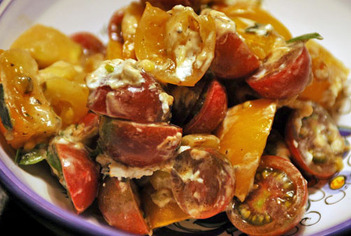 Heirloom_tomato_salad_1